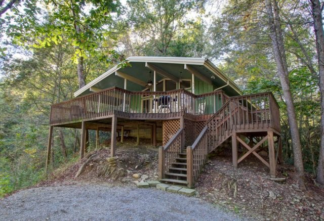 home cabins side of front in gatlinburg log page getaway